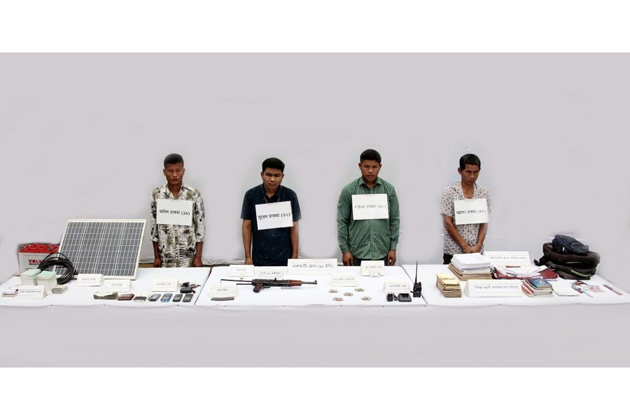 Army detains four armed extortonists from Rangamati