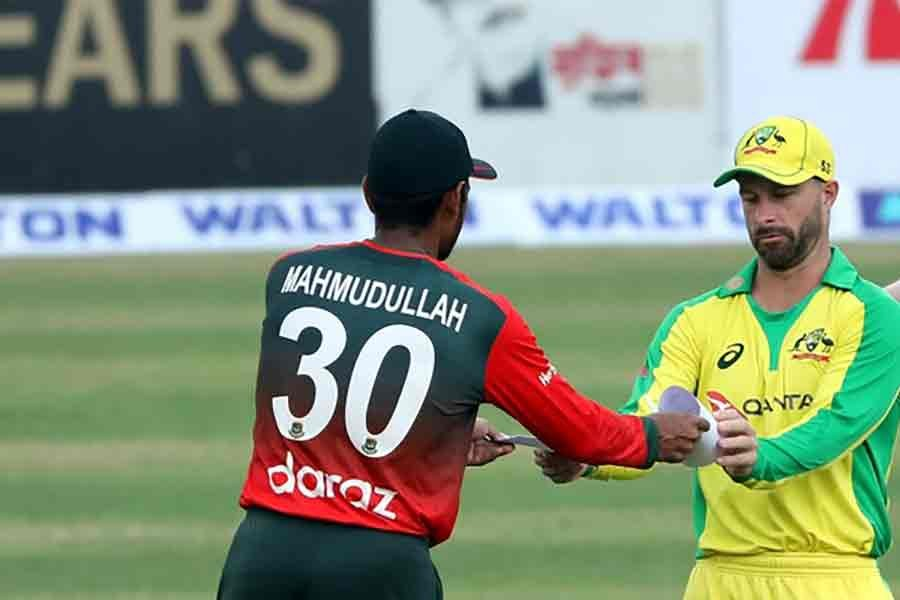 Australia opt to bowl in first T20I