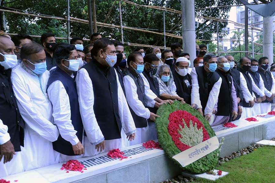 Awami League leaders paying homage to Bangamata Sheikh Fazilatunnesa Mujib by placing a wreath on her grave at Banani graveyard on the occasion of her 91st birth anniversary on Sunday -PID Photo