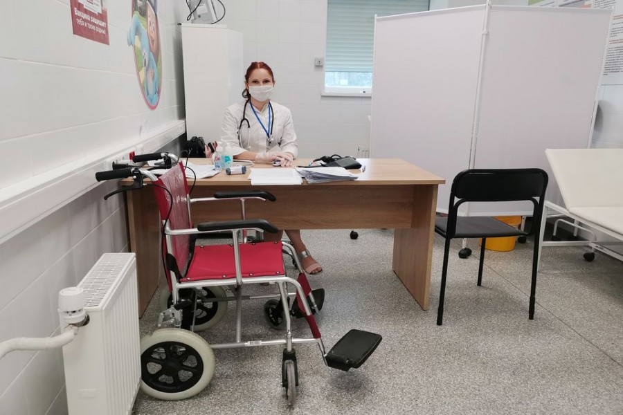 Tatiana Kadochnikova, a GP, waits for recipients of the coronavirus disease (COVID-19) vaccine at a vaccination point opened in a Leroy Merlin hardware store in Belgorod, Russia August 10, 2021. Picture taken August 10, 2021. REUTERS/Polina Nikolskaya