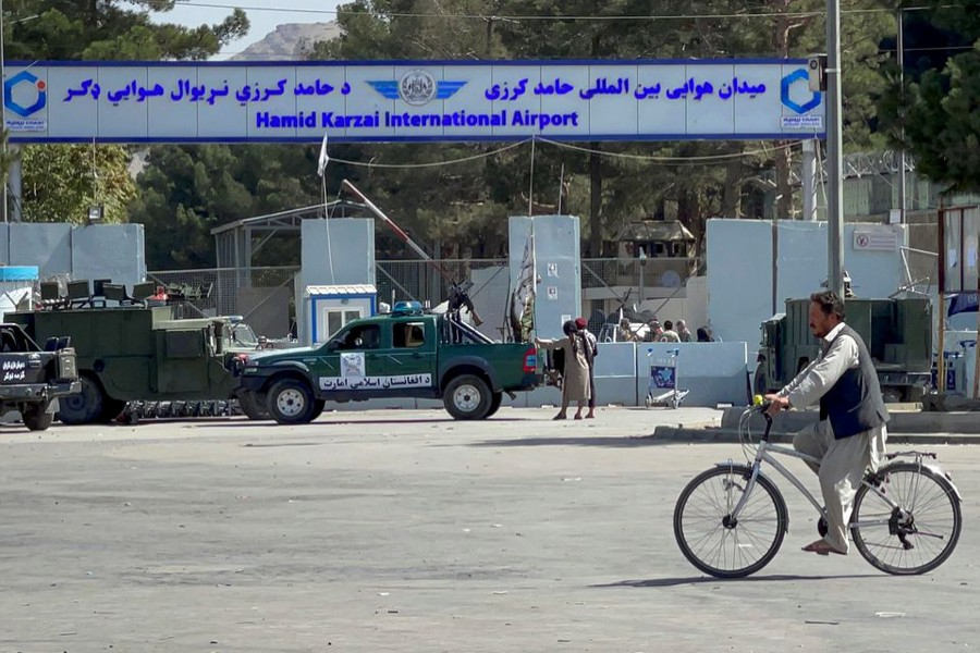 Taliban stand at the entrance gate of Hamid Karzai International airport while Taliban forces block the roads around the airport after yesterday's explosions in Kabul, Afghanistan on August 27, 2021 — Reuters photo