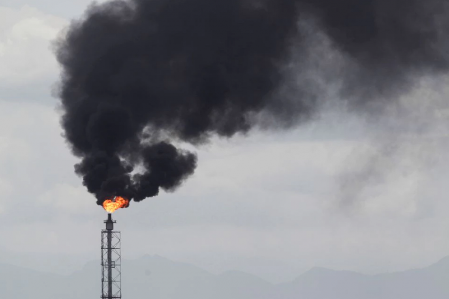 A flare stack of the refinery of Mexico's national oil company Pemex is pictured in Cadereyta, on the outskirts of Monterrey, Mexico, August 27, 2021. REUTERS/Daniel Becerril/File Photo