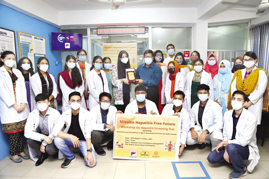 Medical students who attended the hepatitis screening test workshop at National Liver Foundation of Bangladesh (NLFB) in the capital on August 27