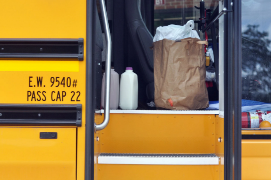 Buses bring prepared hot meals to pickup sites for families to pickup once a week through the summer, around Gurnee, Illinois, a suburb of Chicago, US, June 29, 2021. Picture taken June 29, 2021. REUTERS/Christopher Walljasper/File Photo