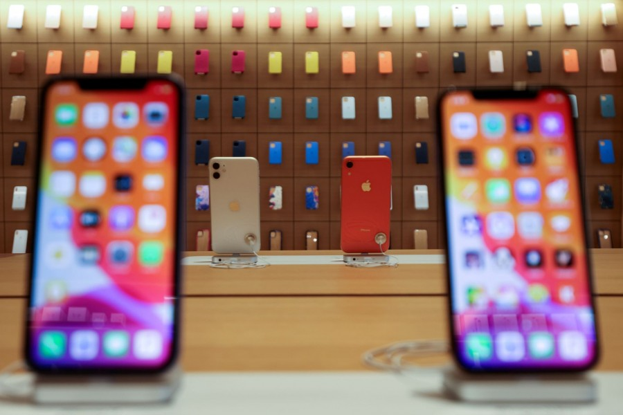 IPhones are displayed at the upcoming Apple Marina Bay Sands store in Singapore, September 8, 2020. REUTERS/Edgar Su/File Photo