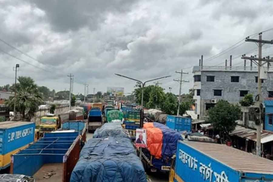 Exports through Benapole rebound, locals and commuters face traffic chaos