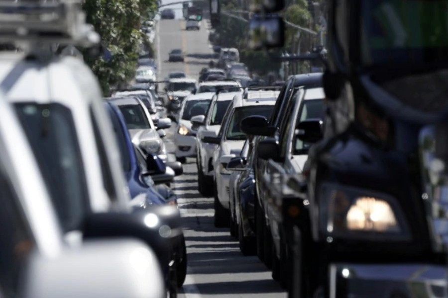 Heavy vehicular traffic is seen in the Ocean Beach neighbourhood of San Diego, California, U.S., ahead of the Fourth of July holiday July 3, 2020. REUTERS/Bing Guan