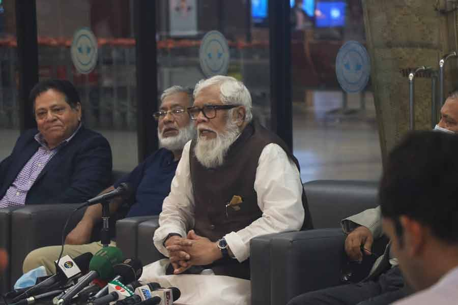Prime Minister's Private Industry and Investment Affairs Adviser Salman Rahman addressing a press conference at Hazrat Shahjalal International Airport in the city on Saturday –BSS Photo