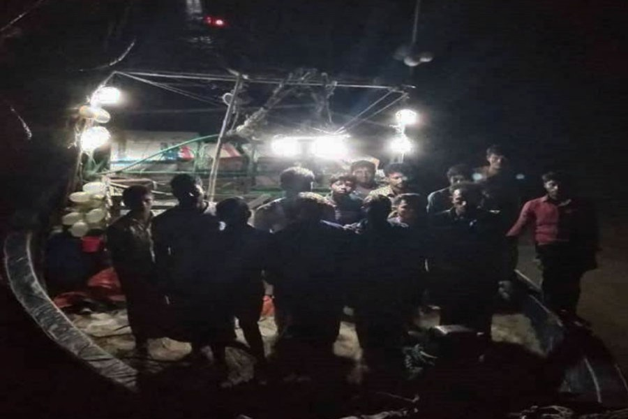 15 fishermen rescued from Bay after 999 call