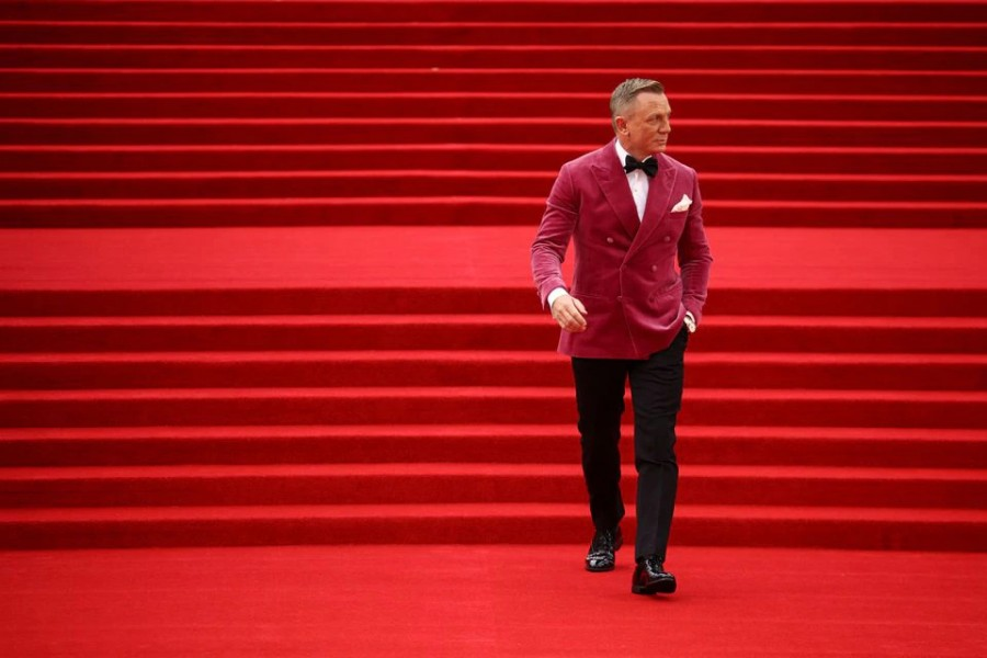 """Cast member Daniel Craig arrives at the world premiere of the new James Bond film """"No Time To Die"""" at the Royal Albert Hall in London, Britain on September 28, 2021 — Reuters photo"""