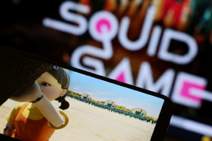 """The Netflix series """"Squid Game"""" is played on a mobile phone in this picture illustration taken September 30, 2021. REUTERS/Kim Hong-Ji/Illustration"""