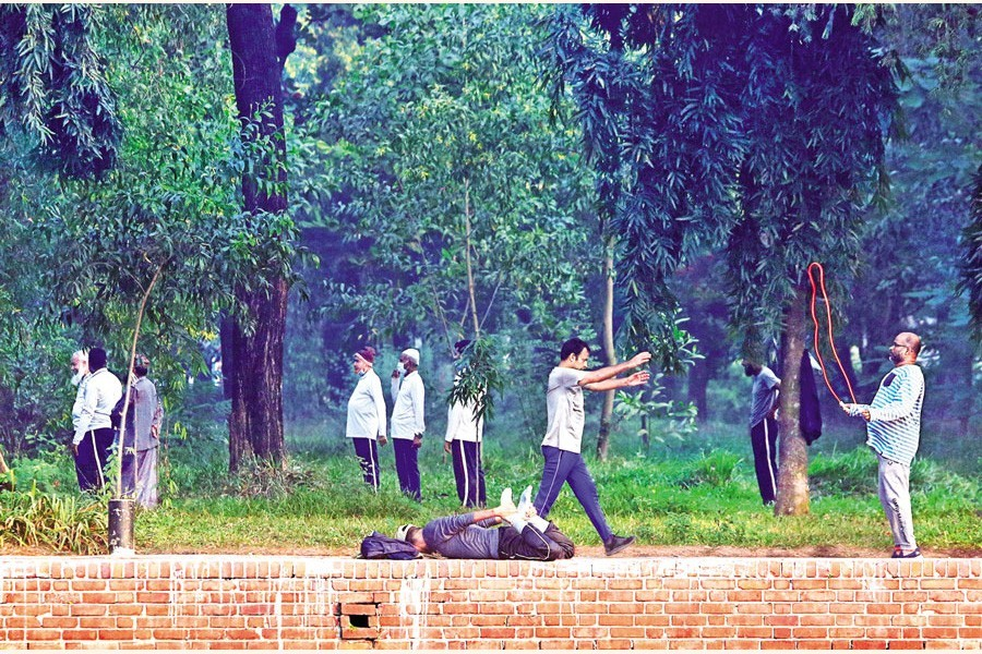 Coronavirus pandemic has prompted many people to take regular exercise alongside morning walk in parks and other open spaces in Dhaka so as to boost their immunity against the disease. The photo was taken in the city's Chandrima Udyan December 2, 2020 — FE Photo/FIles
