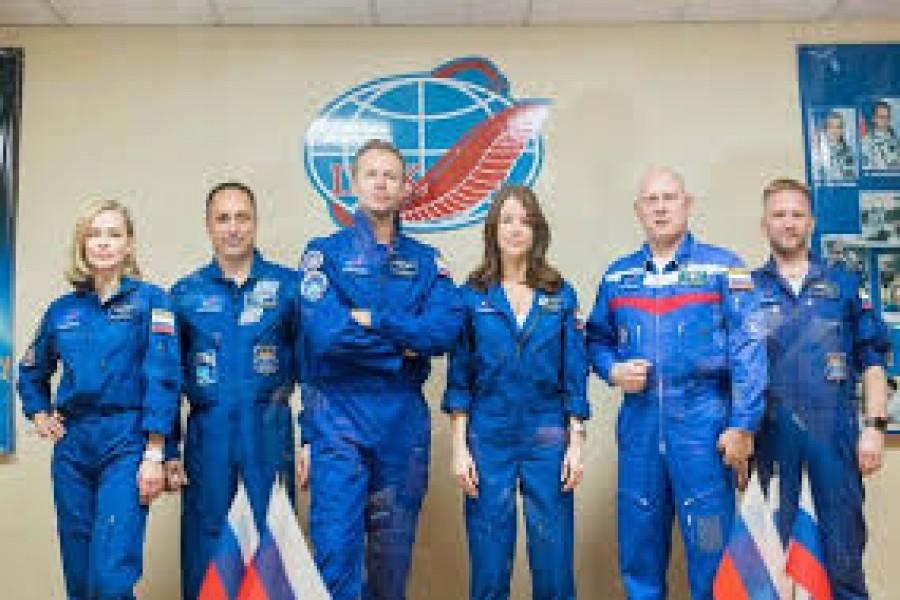 Russian actor blasts off to attempt a movie in space