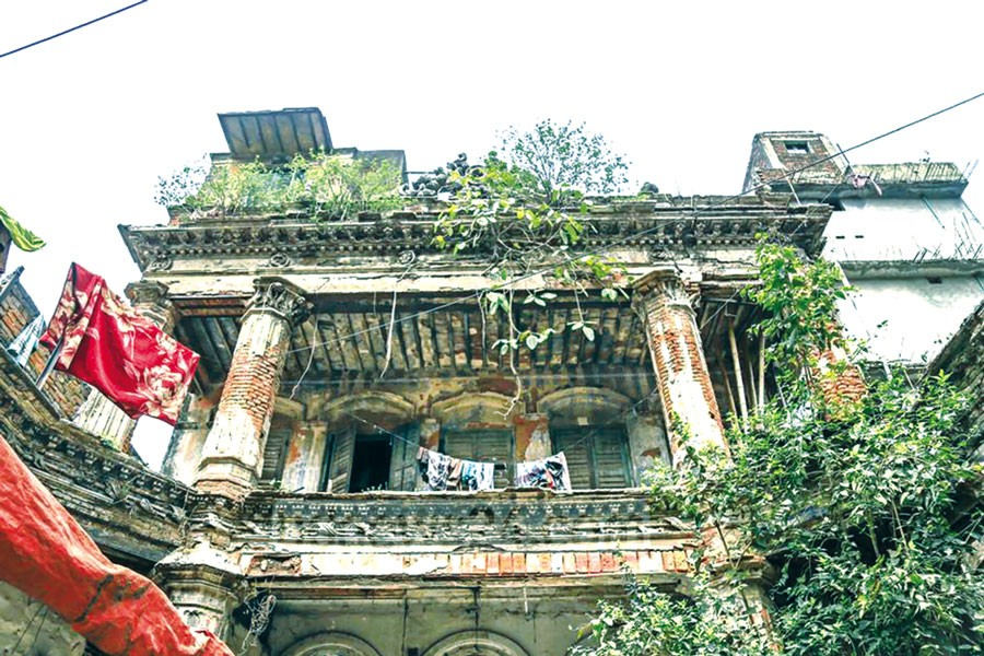The plaster has fallen off several parts of the old building in old Dhaka due to the lack of preservation and restoration efforts —bdnews24.com