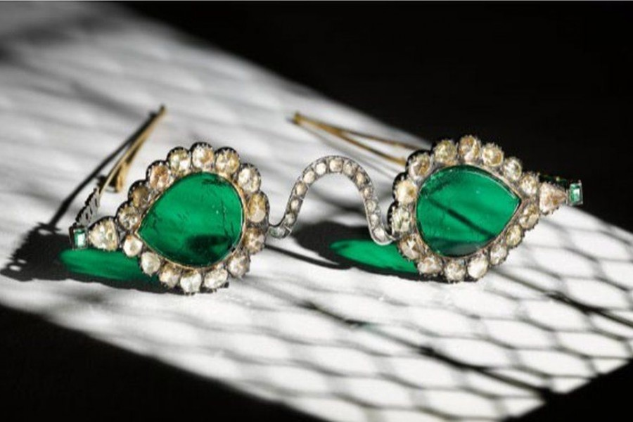 Emeralds were believed to have held miraculous powers to heal and to ward off evil -  photo: SOTHEBY'S