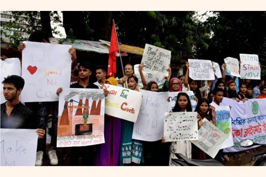 Protester at a rally in Dhaka demand climate justice.        —UNB Photo