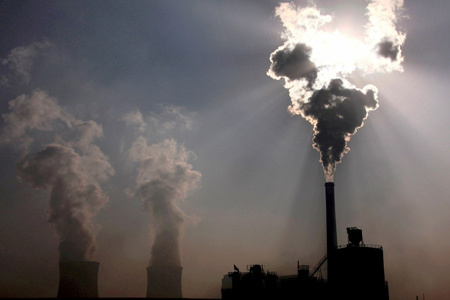 A coal-burning power plant can be seen in the city of Baotou, in China's Inner Mongolia Autonomous Region, October 31, 2010. REUTERS/David Gray