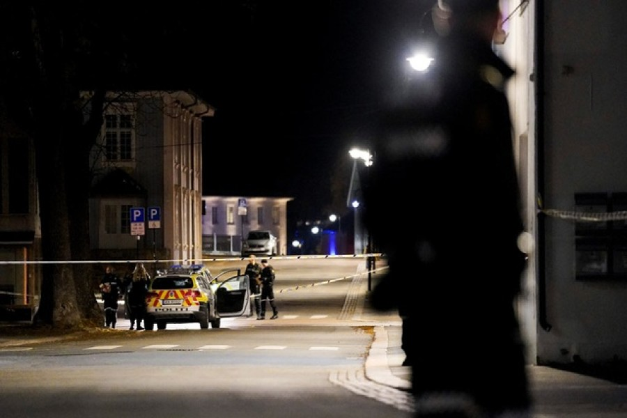 Police officers investigate after several people were killed and others were injured by a man using a bow and arrows to carry out attacks, in Kongsberg, Norway, Oct 13, 2021. Hakon Mosvold Larsen/NTB/via REUTERS
