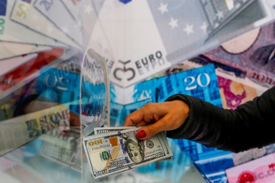 A money changer sells US dollar bills at a currency exchange office in Ankara, Turkey September 24, 2021. Reuters